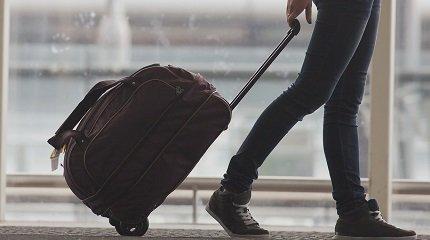 devushka s bagazhom