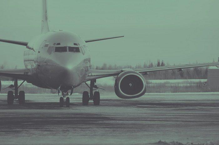 Боинг 737-300 вид спереди