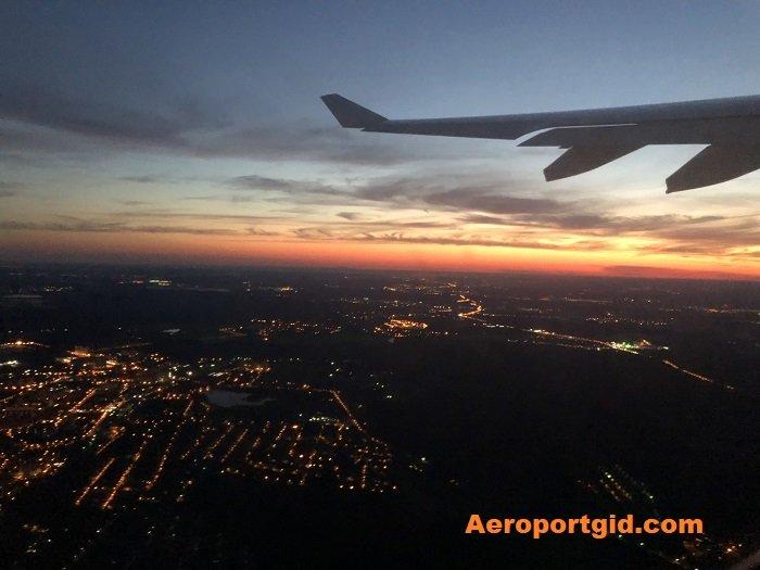 Крыло самолёта при взлёте