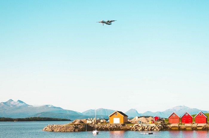 Самолёт над фьордами